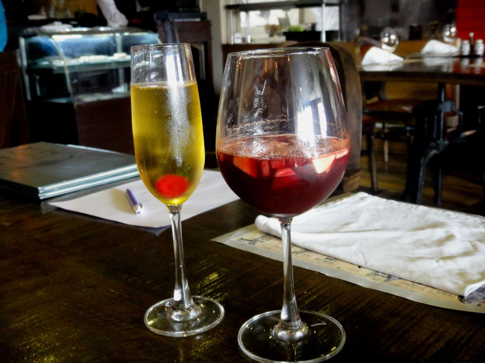Bellini (Rating-5/5) and Red Wine Sangria(Rating-4/5) @RaraAvis