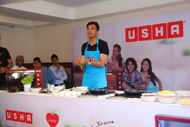 Chef Vikas Khanna during live cookout session