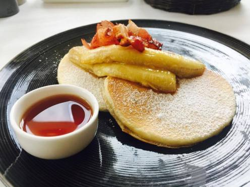 Pancakes with bacon and caramalised bananas