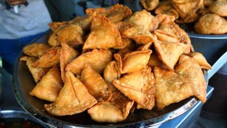 Dal stuffed samosas at Janta Sweets