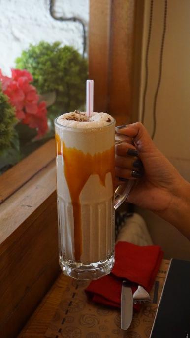 Kit kat caramel shake