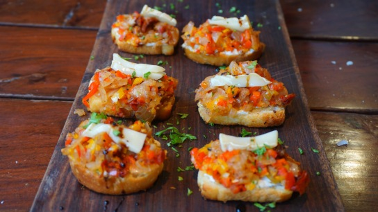 Sundried tomatoes bruschetta