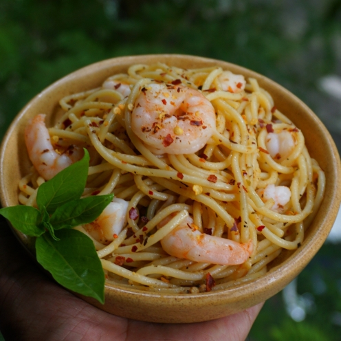 spaghetti aglio e olio with butter poached prawns