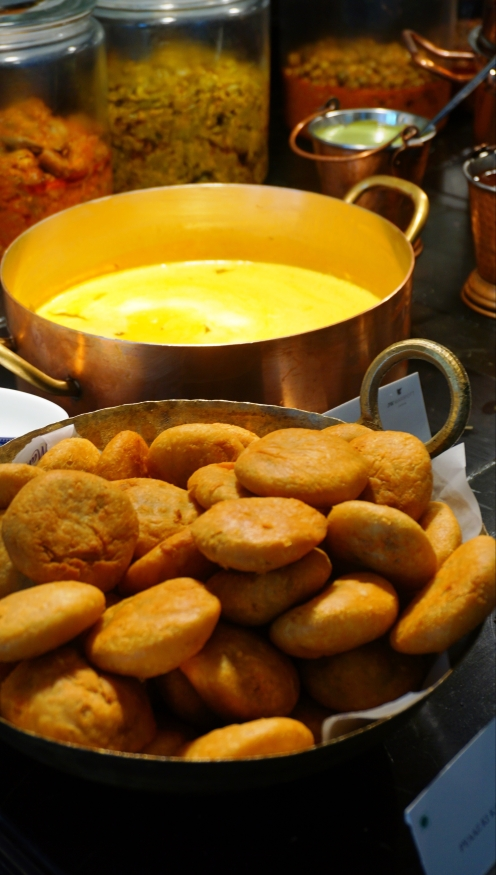 Kachoris with Kadhi
