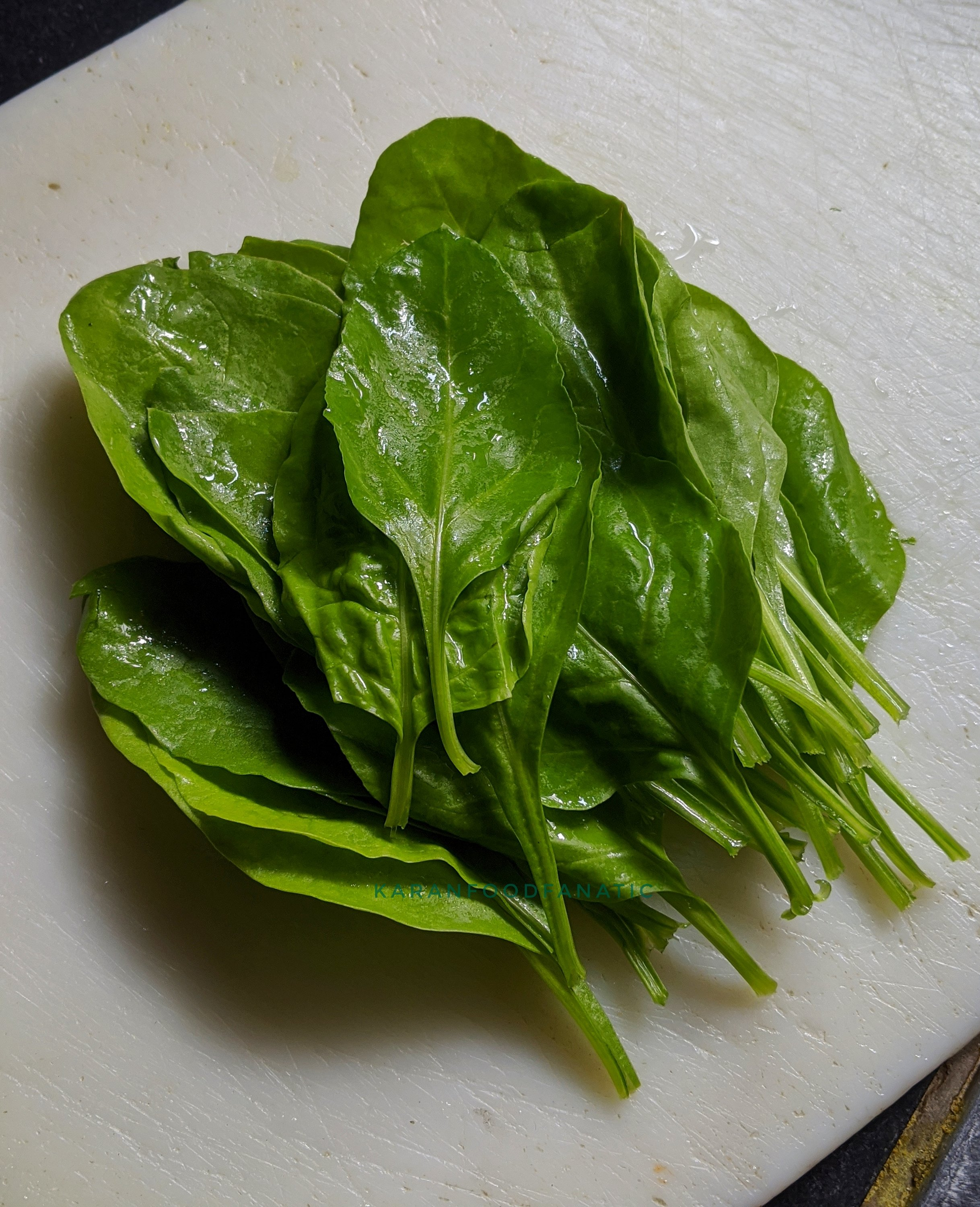 Wash and clean spinach leaves